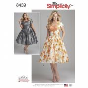 8439  Simplicity Pattern: Women's Dress